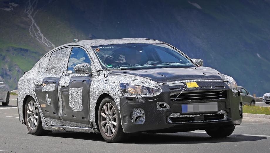 Ford focus. Тяжёлый камуфляж на носу и корме позволяет мало что разглядеть, хотя даже так видится сходство с седаном Ford Fusion. Премьера нового Фокуса ожидается в марте 2018 года на шоу в Женеве.