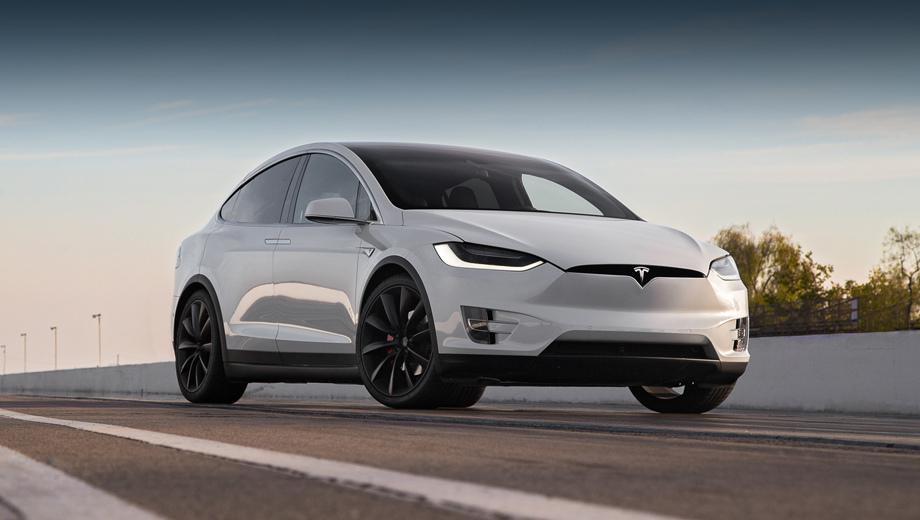 Tesla model x. Кроссовер предлагается в модификациях 75D, 100D и P100D с батареями на 75 и 100 кВт•ч соответственно, все с полным приводом. Разгон 0−60 миль/ч (97 км/ч) занимает 4,9, 4,7 и 2,9 с, а запас хода равен 381, 475 и 465 км (по стандарту EPA).