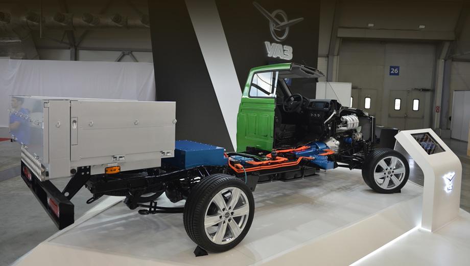 Uaz cargo. Гибрид основан на коммерческом шасси уазика с двухместной кабиной. Это новая линия Профи (полная масса до 3,5 т), которая встанет на конвейер в сентябре.