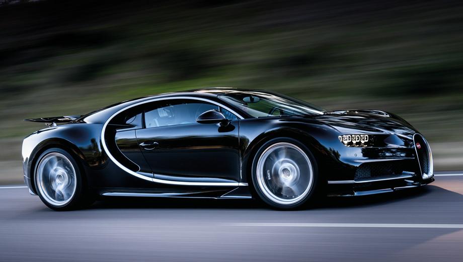 Bugatti chiron. Напомним, гиперкар оснащён двигателем W16 8.0 (1500 л.с., 1600 Н•м) с четырьмя турбокомпрессорами и семиступенчатым «роботом» с двумя сцеплениями. Разгон до сотни, несмотря на массу 1995 кг, занимает 2,5 с, максимальная скорость — 420 км/ч.