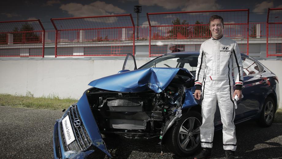Hyundai solaris. В роли водителя выступил 40-летний Мартин Иванов, трёхкратный обладатель премии Мировой академии каскадёров «Таурус» за лучшие трюки с автомобилями. Он снимался в эпопее про Джейсона Борна, Бондиане и многих других фильмах.