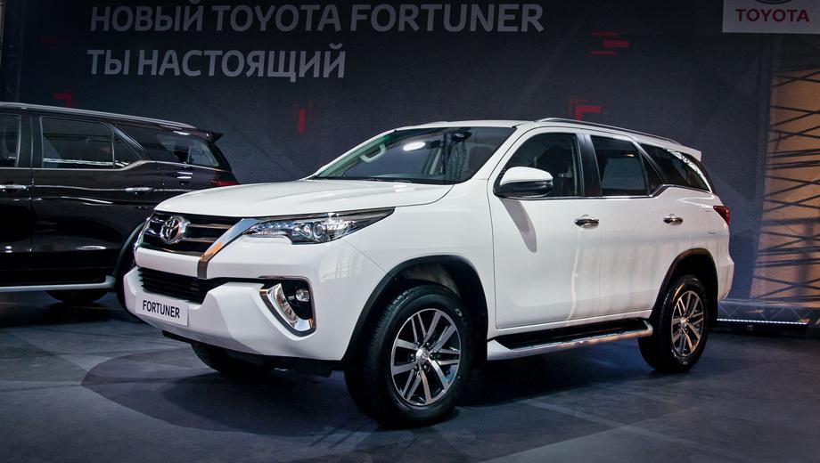 Toyota fortuner. Кричащих цветов кузова не будет. Обещаны белый, чёрный, серебристо-серый, синий и тёмно-коричневый. С ассортиментом 17- и 18-дюймовых колёсных дисков уже можно ознакомиться. Он ровно такой же, как у родственного пикапа Toyota Hilux.