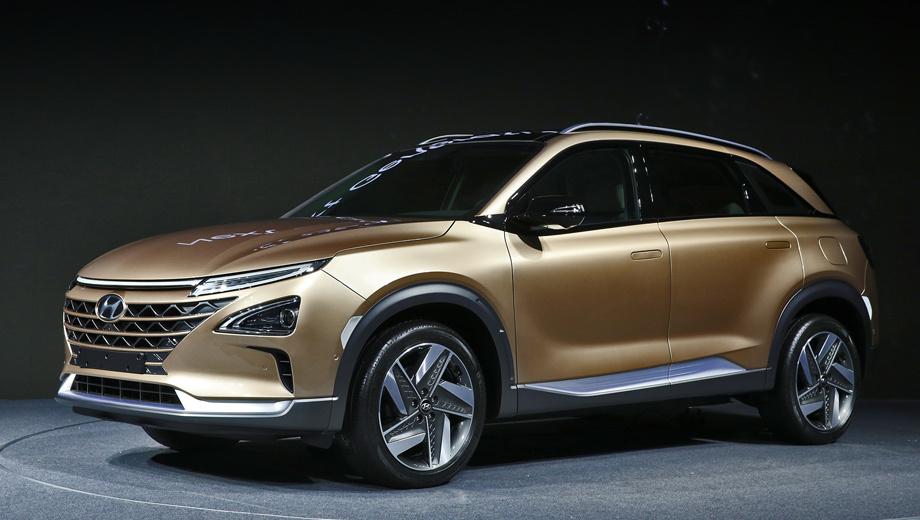 Hyundai fcev. «Чистый и безмятежный, вдохновлённый природой дизайн экологически чистого автомобиля, находящегося в гармонии с окружающей средой». Эту мантру мы уже слышали на премьере шоу-кара, но стилисты не устают её повторять.