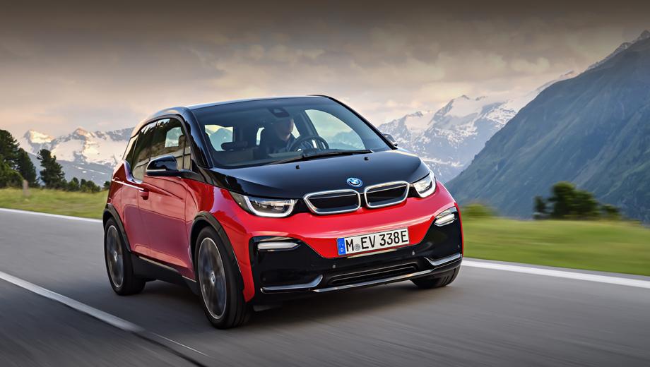 Bmw i3,Bmw i3s. Оспортивленный вариант модели отличается глянцево-чёрной U-образной секцией в переднем бампере, такого же цвета кольцевой вставкой в верхней декоративной решётке и расширителями колёсных арок. В нижней части бампера — «крылышки» цвета BMW i Blue или Frozen Grey.