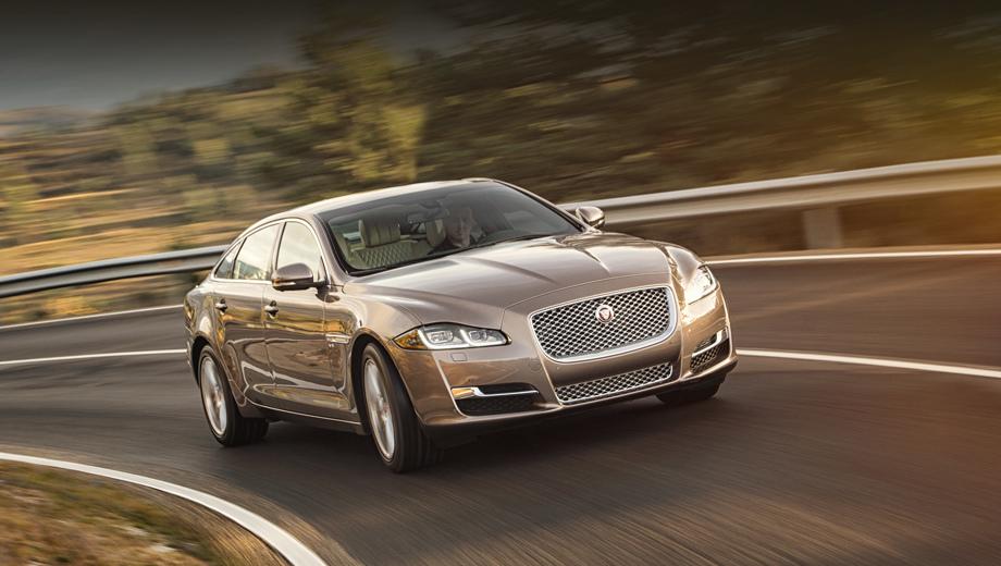 Jaguar xj. Всем «икс-джеям» положены полностью светодиодные фары со сдвоенными дневными ходовыми огнями J-Blade.