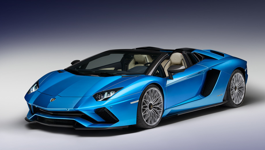 Lamborghini aventador. В конструкции кузова, окрашенного в «океанический» колер Blu Aegir, по традиции широко использовано углеродное волокно. Шины Pirelli P Zero, специально разработанные для Авентадора S, комплектуются дисками Dione (20 и 21 дюйм).
