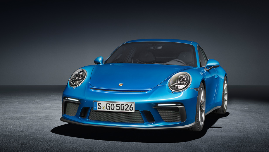 Porsche 911,Porsche 911 gt3,Porsche 911 gt3 touring. Спереди модель с пакетом Touring почти точно повторяет простой GT3 (но тут омыватели фар, окантовка боковых стёкол серебристые), а вот задняя часть отличается.