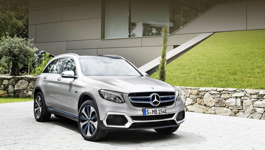 Mercedes glc,Mercedes glc f-cell. Длина, ширина, высота и колёсная база кроссовера равны 4671, 2096, 1653 и 2873 мм. От обычных GLC водородный отличается доработанными воздухозаборниками, аэродинамически оптимизированными 20-дюймовыми колёсными дисками и синими акцентами.