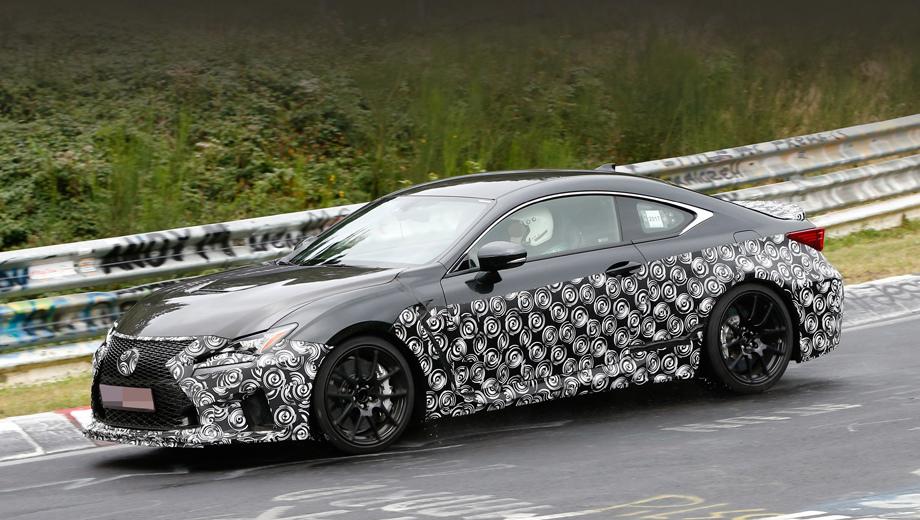 Lexus rc,Lexus rc f. Судя по маскировке, у модели будут скорректированы бамперы и пороги. И возможно, это еще не финальный вариант.
