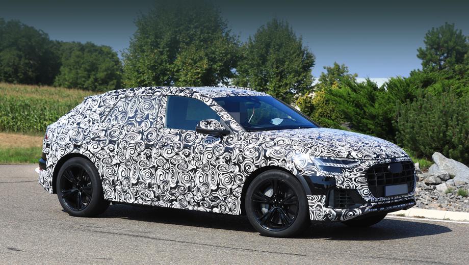 Audi q8,Audi sq8. По сравнению с ранее виденными снимками Q8, S-вариант паркетника позволил подробнее рассмотреть серийные фары с оригинальными полосками ходовых огней. (Надо ли напоминать, что диковинная оптика концепта Q8 была «нарисована» исключительно для шоу?)