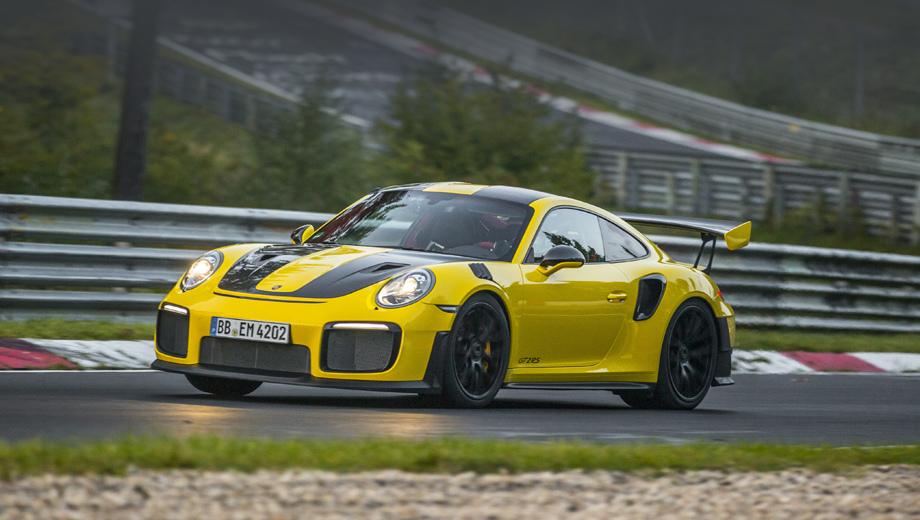 Porsche 911,Porsche 911 gt2 rs. Напомним, что в движение модель приводит «битурбошестёрка» 3.8 с отдачей 700 л.с. и 750 Н•м (задний привод, семиступенчатый «робот»). С нуля до сотни купе ускоряется за 2,8 с и развивает максималку 340 км/ч.