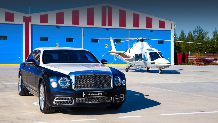 Bentley mulsanne. Премьера состоялась на подмосковном вертодроме. На заднем плане — итальянский «винтокрыл» GrandNew компании Leonardo, лидер в классе лёгких двухдвигательных вертолётов.