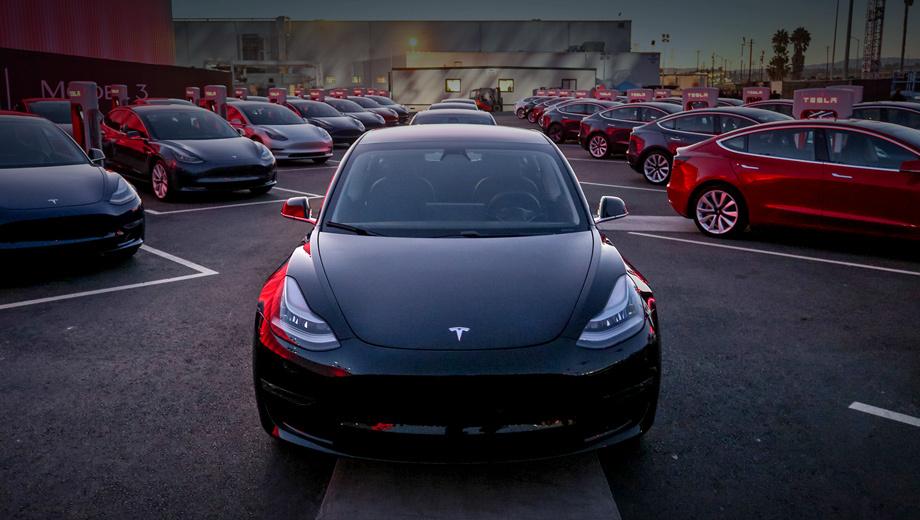 Tesla model 3. За третий квартал 2017 года клиентам было передано всего 220 седанов Model 3. Тогда как хэтчбек Model S получили 14 065 покупателей, а кроссовер Model X — 11 865. Получился рекордный результат для этой пары, на 17,7% больше, чем за предыдущий квартал, и на 4,5 — чем в третьем квартале 2016-го.