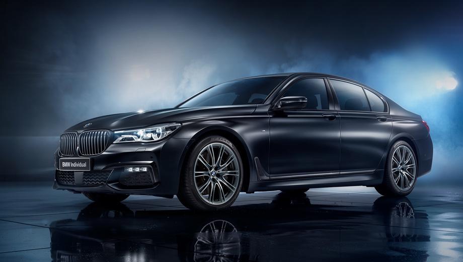 Bmw 7. Все машины спецсерии оснащаются аэродинамическим пакетом M Sport и 20-дюймовыми коваными дисками V-Spoke 649 I с лазерной гравировкой BMW Individual, недоступными обычным седанам.