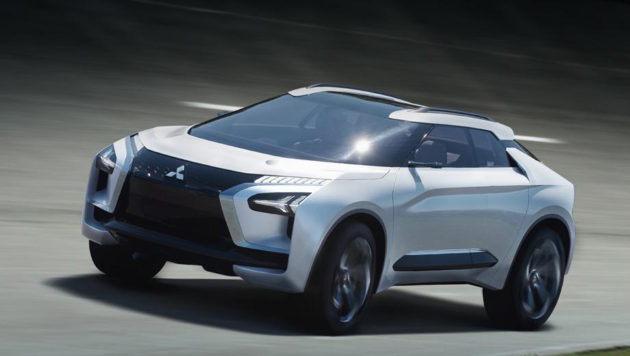 Mitsubishi e-evolution,Mitsubishi concept. Переосмысленная решётка Dynamic Shield покрыта стеклом, под ним установлены камеры и датчики, очерченные синими линиями. Крупные воздухозаборники должны охлаждать тормозные суппорты, которые здесь электрические, а не гидравлические.