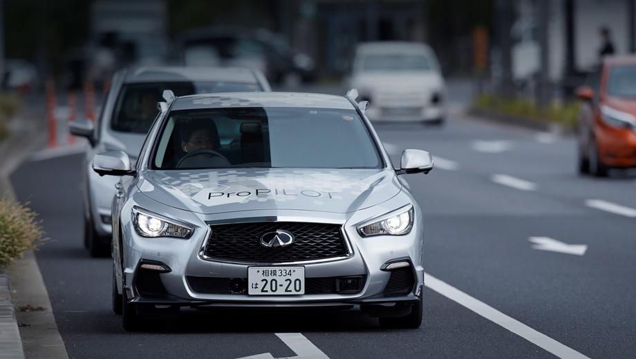 Nissan propilot. Массив датчиков удалось разместить почти незаметно, но «уши» из крыши всё равно торчат. Сенсоры также расположены в бамперах и боковых зеркалах. Автономный Chevrolet Bolt прячет оборудование ещё хуже, а Audi A7 — намного лучше.