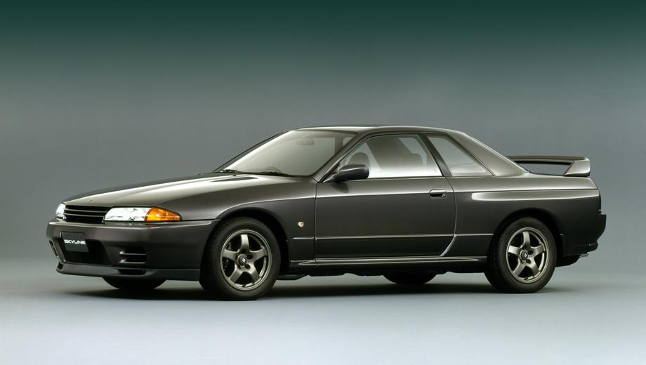 Nissan gt-r,Nissan skyline. Сердцем купе R32 служила рядная «битурбошестёрка» 2.6 RB26DETT, развивавшая 280 л.с. и 361 Н•м. Она сочеталась с пятиступенчатой «механикой», полным приводом и полноуправляемым шасси.