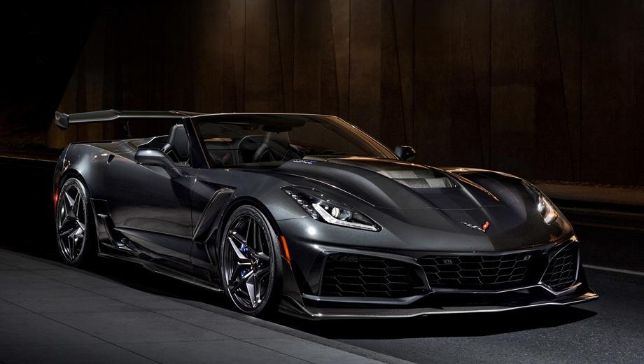 Chevrolet corvette,Chevrolet corvette zr1,Chevrolet corvette zr1 convertible. На фотографии ― родстер Corvette ZR1 с опциональным пакетом ZTK Performance. В него входят большое углепластиковое антикрыло с регулируемым углом атаки (прижимная сила на максимальной скорости ― 431 кг), углеволоконный сплиттер с торцевыми пластинами, шины Michelin Pilot Sport Cup 2.