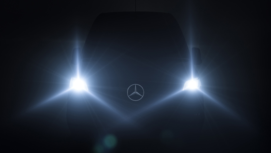 Mercedes sprinter,Mercedes evito,Mercedes vito. Судя по тизеру, фары у Спринтера станут меньше, но всё же они не столь малы, как на футуристическом шоу-каре Vision Van 2016 года.