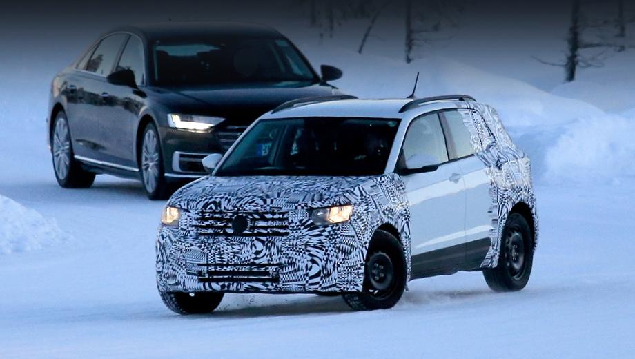 Volkswagen t-cross. Автомобиль не просто выше, чем родственный хэтчбек Polo, но совсем иначе оформлен. И тут не просто изменены бамперы. По сути мы имеем дело с новым кузовом.