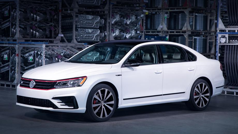 Volkswagen passat,Volkswagen passat gt. К американским дилерам седаны Passat GT приедут во втором квартале 2018 года. Стартовая цена ― $29 940. Для сравнения, Passat R-line 2.0 TSI (176 л.с.) стоит $24 995, а Passat с двигателем V6 (284 л.с.) ― от $34 650. Гарантия ― шесть лет или 115 000 км (что наступит раньше).