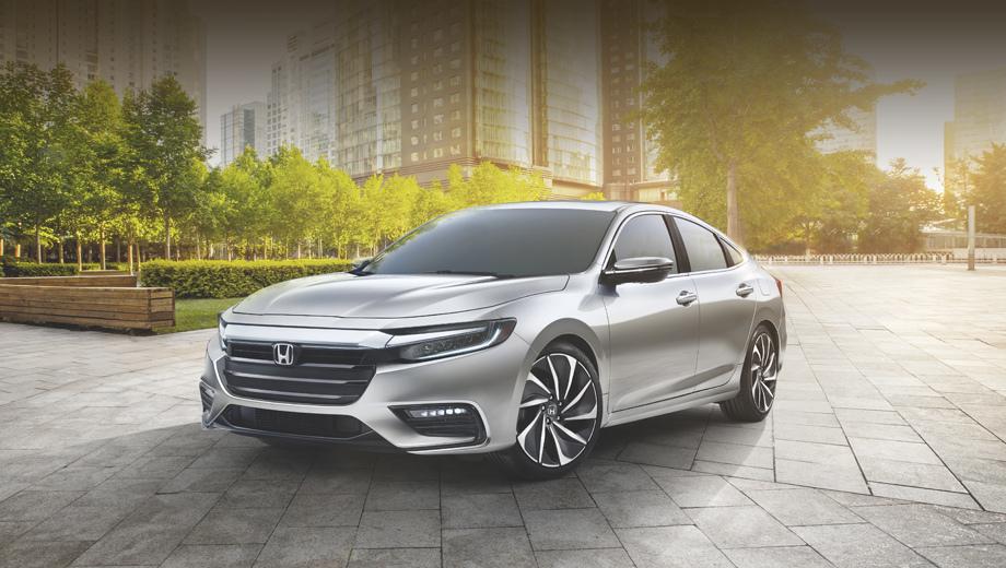Honda insight. Предшествующий Insight завершил карьеру в 2014 году, теперь же хондовцы возродили подзабытое имя.