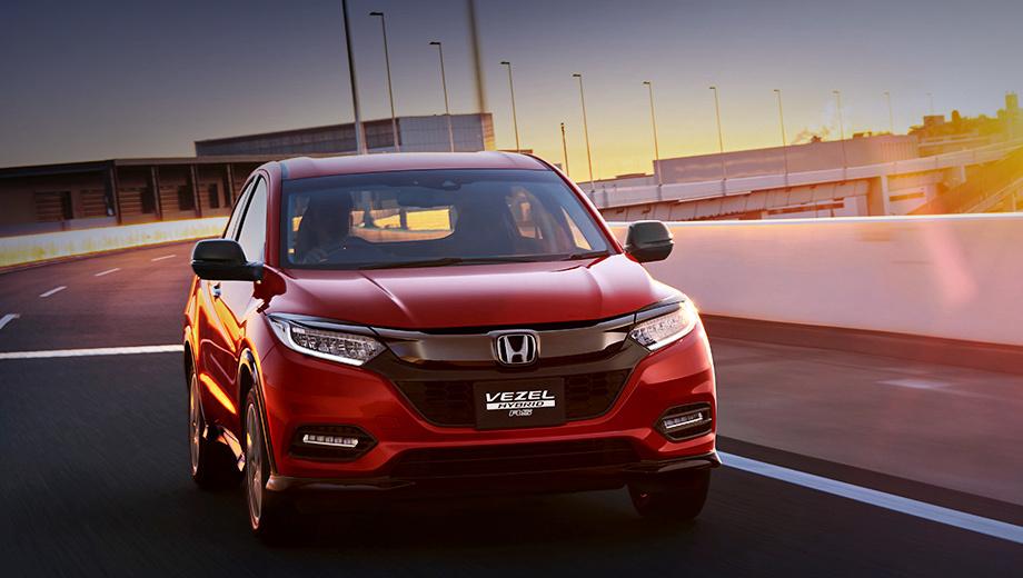 Honda vezel,Honda hr-v. Модификация Hybrid RS продаётся с 2016 года и отличается более агрессивным дизайном решётки и бамперов, чёрным обвесом «по кругу». Гибридная система у неё стандартная: двигатель 1.5 (132 л.с., 156 Н•м), электромотор (30 л.с., 160 Н•м), семиступенчатый «робот». Но привод только передний.