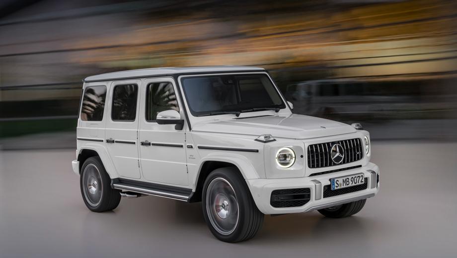 Mercedes g,Mercedes g amg. От стандартного G-вагена модификация G 63 внешне отличается решёткой и передним бампером AMG-дизайна, расширенными арками, чтобы поместились 22-дюймовые колёса, выхлопом, который выведен вбок с обеих сторон, и шильдиками. Светодиодные фары Multibeam — опция.