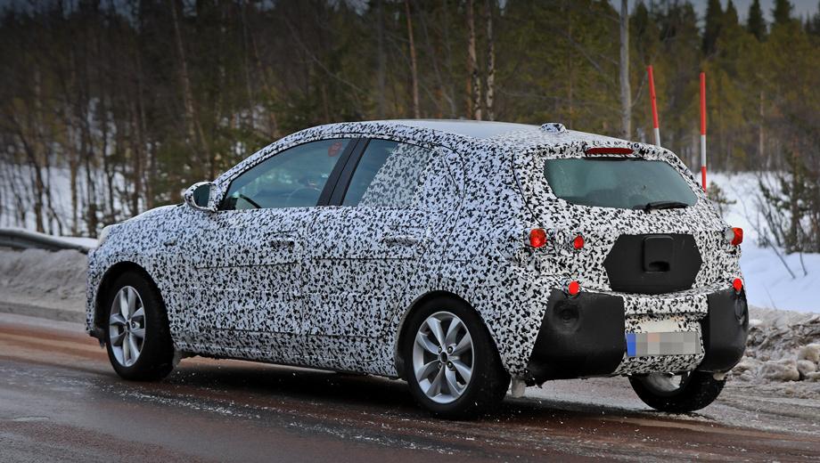 Opel corsa. В таком неизменном виде прототип новой Корсы F проходит тесты с 2016 года. Ожидается, что пятидверка переедет на платформу от PSA и увеличится по всем направлениям.