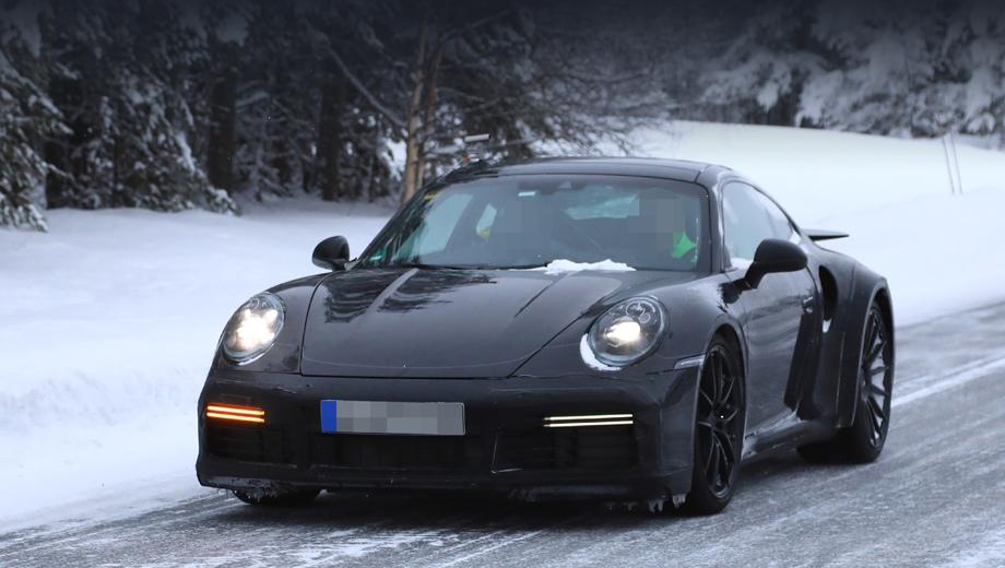 Porsche 911. В январе на испытания вышел 911 Turbo нового поколения (на фото), а потом посыпались различные утечки, увенчавшиеся съёмкой неприкрытого 911-го с индексом 992.