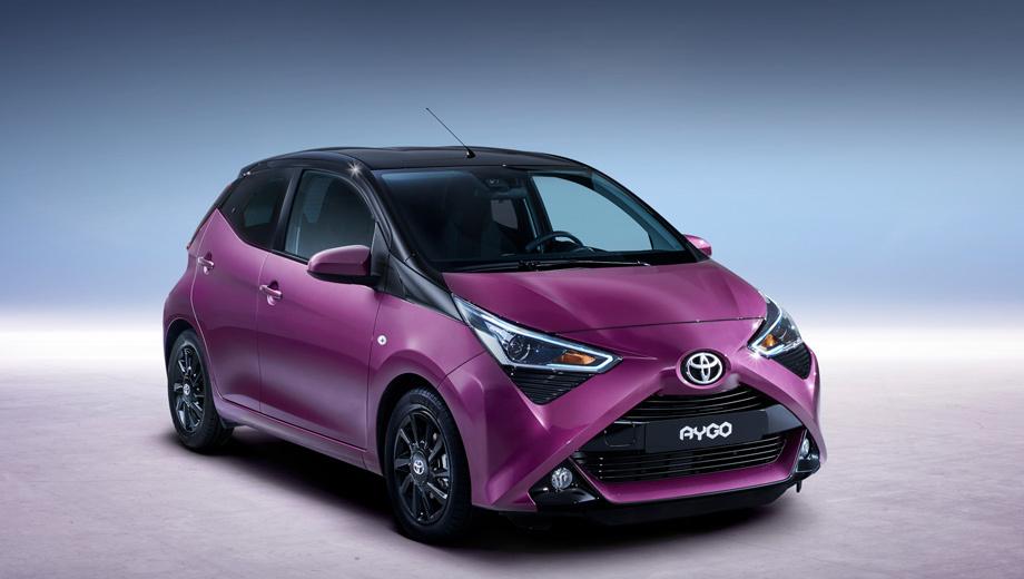 Toyota aygo. Клиентам по-прежнему будут предлагать машины с тремя или пятью дверями. Коробки передач ― пятиступенчатые ручная или роботизированная x-shift. У машин с «механикой» разгон до сотни теперь занимает 13,8 с вместо 14,2. Максимальная скорость не изменилась ― 160 км/ч.