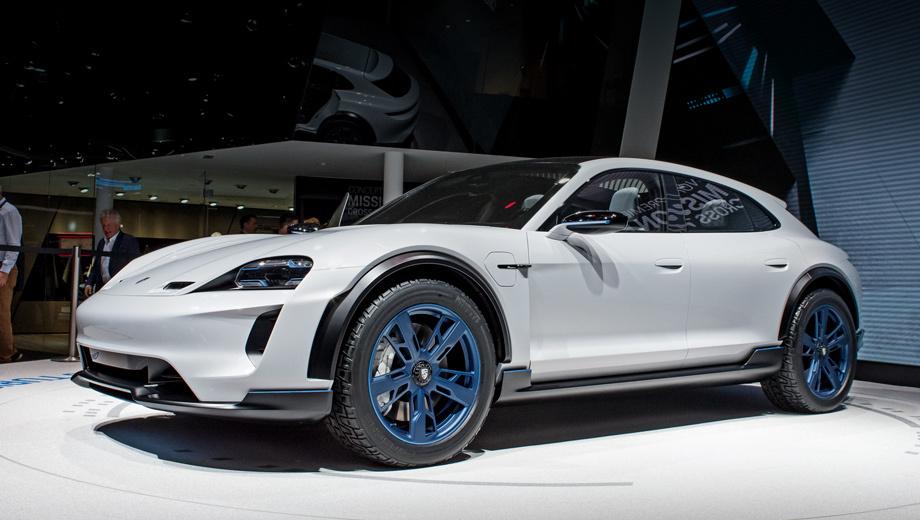 Porsche mission e cross turismo,Porsche concept. Длина концепта — 4,95 м, ширина и высота — 1,99 и 1,42, шины — 275/40 R20. Интересны вертикальные воздуховоды по углам бампера («воздушные шторки»), матричные диодные фары с трёхмерным дизайном ходовых огней и мощным дальним светом Porsche X-Sight.