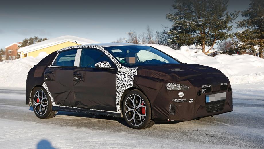 Hyundai i30,Hyundai i30 fastback,Hyundai i30 n fastback. Увеличенные тормозные диски с красными суппортами выдают в этом тестовом фастбеке необычное исполнение. Начинка по сути давно отработана на родственных моделях, но тут она ещё совмещена с элегантной оболочкой.