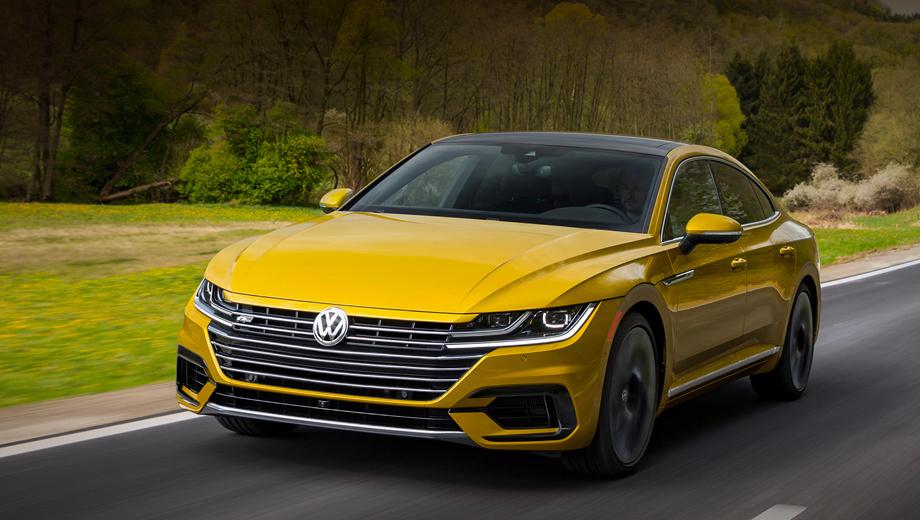 Volkswagen arteon. Немного перекроенный передний бампер «эр-лайна» получил воздухозаборники с глянцево-чёрной отделкой, а на крышке багажника появился тонкий спойлер такого же цвета.