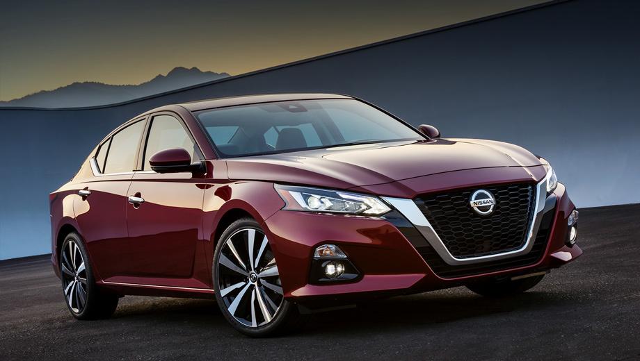 Nissan altima. «В США, на её крупнейшем рынке, Altima многие годы является лицом марки Nissan, и мы знали, как его улучшить», — заявил шеф-дизайнер Альфонсо Альбайса. Воплощая идеи концепта Vmotion 2.0, Altima «устанавливает новый стандарт стиля для седанов Ниссана».