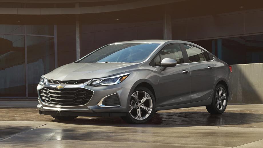 Chevrolet cruze,Chevrolet spark,Chevrolet malibu. Самая заметная перемена у Круза: новые решётка радиатора и бампер (на фото показана комплектация Premier).