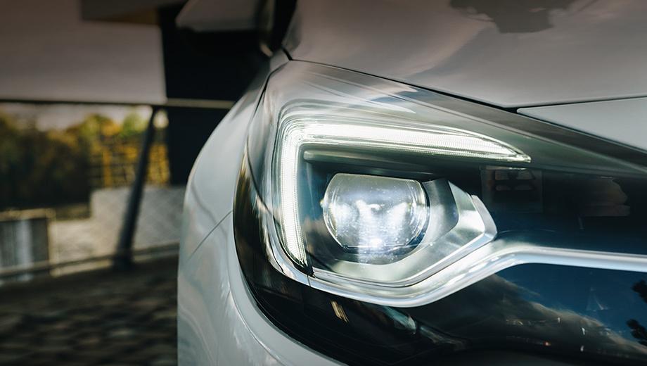 Opel astra. Этот и ещё несколько снимков Opel на днях выложил в Твиттере. Перед нами явно не версия GSi, которая недавно была анонсирована для Корсы. Хотя прощание генерации K в «заряженном» исполнении видится логичным