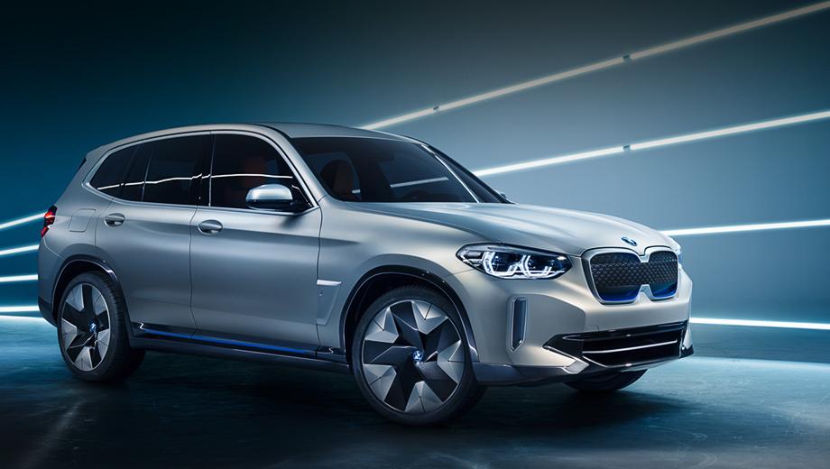 Bmw ix3,Bmw concept. Вместо фирменных ноздрей появились очки с голубой оправой, что будет отличительной чертой всех i-машин в будущем. Одной из производственных площадок для BMW iX3 станет совместное предприятие BMW Brilliance Automotive в Шэньяне.