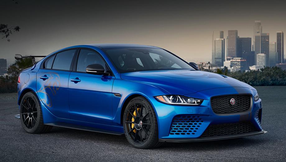 Jaguar xe. Не стоит всерьёз сравнивать Jaguar XE SV Project 8 с другими «заряженными» седанами класса D+. Английская машина заметно мощнее оппонентов, её тираж составит всего 300 экземпляров, а стартовая цена достигает 150 тысяч фунтов стерлингов.