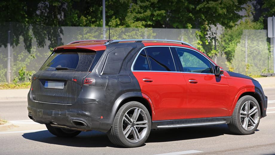 Mercedes gle. Папарацци сообщают, что GLE во время испытаний  сопровождают референсные модели Audi Q7 и Porsche Cayenne, а также два прототипа Mercedes GLS.