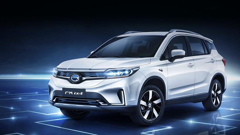 Gac ix4. Кроссовер GAC ix4 дебютировал в апреле на Пекинском автошоу, причём интерьер показан не был. По размеру новому компакту близок, например, Nissan Qashqai. Длина — 4525 мм, ширина — 1852, высота — 1685, колёсная база — 2640 мм.