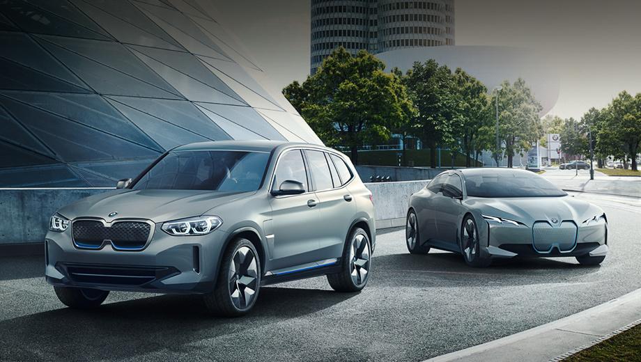 Bmw ix3. Шоу-кар BMW iX3 (слева) в серии сохранит название, а концептуальный седан BMW i Vision Dynamics получит индекс i5. Вершину технологий электрификации вскоре должен обрисовать прототип BMW iNext.