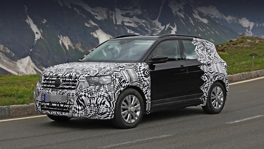 Volkswagen t-cross. В новом образце уже можно хорошо рассмотреть родные фары, похожие на оптику Polo. По краям бампера при увеличении заметны шестиугольники, подобные диодным кольцам на «ти-роке».