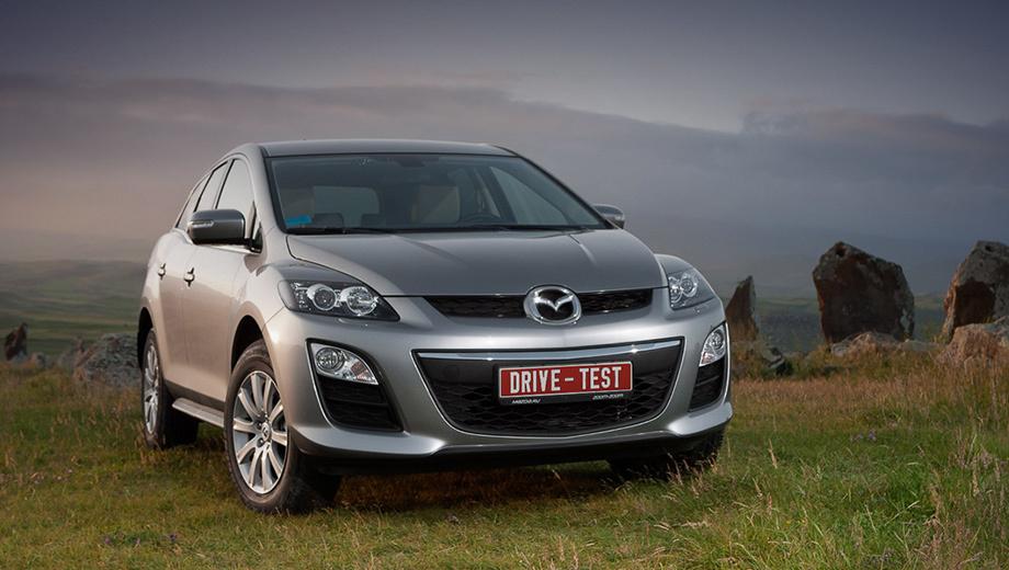 Mazda cx-7. Для России CX-7 2.5 — это одна комплектация за 1 130 000 рублей. Двадцать тысяч сверху стоят датчик дождя, камера заднего вида и магнитола с CD-чейнджером. Ещё 15 тысяч — «металлик». Кожа и ксенон недоступны. Гарантия — три года или 100 000 км.