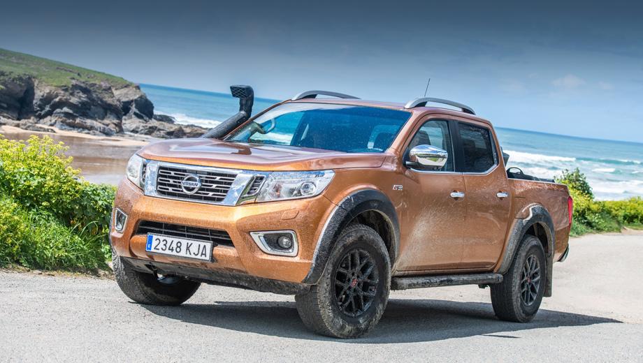 Nissan navara. Крупные колёса и расширители арок, увеличенный клиренс и защита всех ключевых узлов снизу (от мотора до топливного бака) входят в стандартное оснащение новой версии Навары.