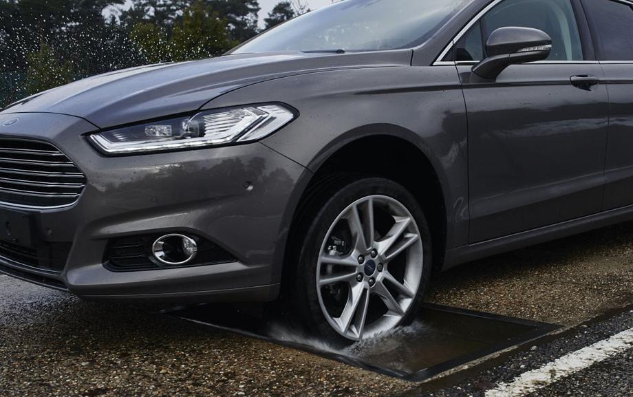Форд Focus обновленного поколения научился распознавать выбоины на трассах