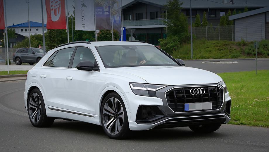 Audi sq8. Изначально Audi SQ8 будет комплектоваться 48-вольтовой электросистемой, подруливающей задней осью, стабилизаторами поперечной устойчивости с электроактуаторами и активным задним редуктором. Пневмоподвеска и 20-дюймовые колёса также окажутся «в базе».