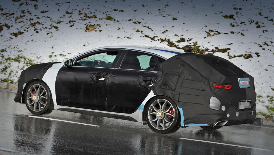 Kia proceed,Kia proceed gt. Такой же красивой, как шоу-кар, машина не будет, но выгодные отличия от «сарая» Ceed Sportswagon обязательно найдутся. С приходом новичка о старой трёхдверке Kia pro_cee'd GT мало кто вспомнит.