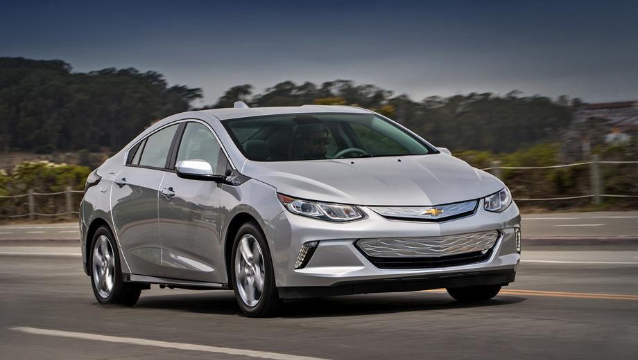 Chevrolet volt. Силовая установка с электромеханическим вариатором прежняя. Бензиновый двигатель 1.5 выдаёт 102 л.с., а два электромотора — 118 и 65 л.с. соответственно. С места до сотни Chevrolet Volt ускоряется за 8,6 с. Максимальная скорость достигает 158 км/ч.