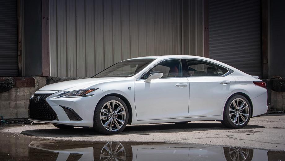 Lexus es. Для седана Lexus ES 350 F Sport предусмотрены не только адаптивная подвеска, но ещё четыре ездовых режима (Eco, Normal, Sport и Sport+) и система преобразования звука двигателя и передачи его в салон. Размерность шин у версии F Sport ― 235/40 R19.